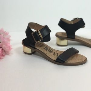 Sam& Libby size 6 1in heel sandals